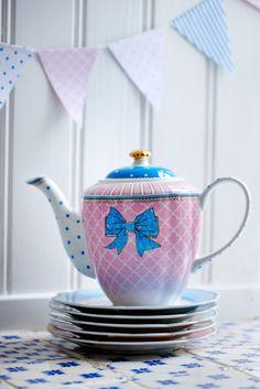 Lisbeth Dahl Porcelain decoration by Lisbeth Dahl Copenhagen Spring/Summer 13. #LisbethDahlCph #Porcelain #Decoration