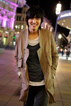 Lee Min Ho - SO COOOOL haha spaz moment.  favorite actor ever <3