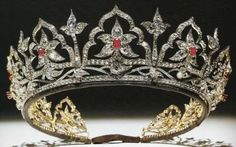 The Oriental Circlet Tiara designed by Albert Prince Consort to Queen Victoria. Queen Alexandra inherited this tiara, but replaced the opals with rubies. Queen Mary never wore the tiara, worn by the Queen Mum - inherited by Queen Elizabeth II. Royal Crown Jewels, Royal Crowns, Royal Tiaras, Royal Jewelry, Tiaras And Crowns, Antique Jewelry, Vintage Jewelry, British Crown Jewels, Circlet