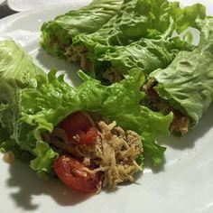 """Você percebe o nivel de """"foco na dieta"""" quando é sábado a noite e o seu jantar é um prato de wrap de frango sem wrap. #tofocada#magranorockinrio#lowcarb#tamojuntas#xôgordura#dietatododia#sóosfortes#vamosquevamos#agostoprasecar by dukandeira"""