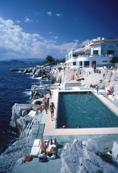 Hotel du Cap Eden-Roc, Antibes, France, 1976. Slim Aarons   Loved diving off that board!..ha...linda was there in '76.