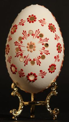 Eastern Eggs, Carved Eggs, Mandala Painting, Egg Art, Egg Decorating, Stone Art, Christmas Bulbs, Projects To Try, Arts And Crafts