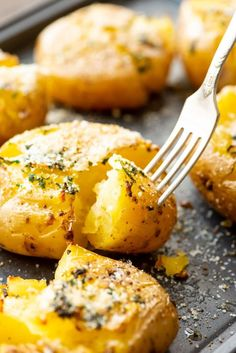 This Smashed Potatoes recipe is a quick and easy side dish if you are entertaining or great for a weeknight meal too! These potatoes baked with a garlic butter and then topped with Parmesan cheese. They are perfectly crispy on the outside and fluffy on the inside. You will love this Smashed Potato #recipe #potato Best Side Dishes, Veggie Side Dishes, Side Dish Recipes, Food Dishes, Potato Dishes Easy, Quick Potato Recipes, Smashed Potatoes Recipe, Twice Baked Potatoes, Sausage Potatoes