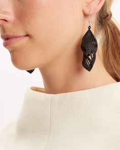 We've teamed up with WonderLuk to bring you an exclusive collection of jewellery. Made-to-order in Britain, this ripple-effect cuff is digitally crafted from high-tech, durable nylon using Print 3d, 3d Prints, Unusual Jewelry, Stylish Jewelry, Impression 3d, Machine 3d, 3d Puzzel, Jewelry Art, Jewelry Design