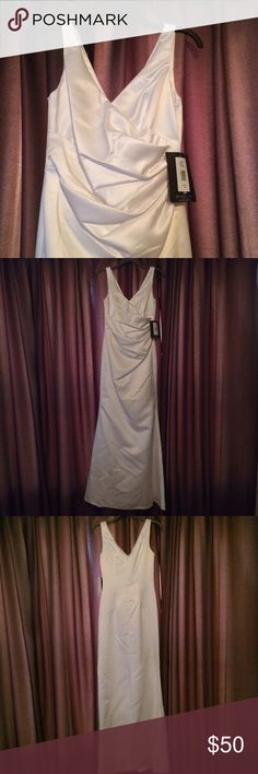 JS Boutique sleeveless gown ivory wedding formal This is a simple but elegant V-neck gown that could be worn for a wedding, prom or other formal event. It is officially ivory but is so light in color that it almost appears as white. It is fully lined and has a hidden zipper in the back. True to size, but it would work better on someone who is a C or D cup --was a little too big in the chest for me :( . It is dry clean only. Never worn and still has tags; does have a few wrinkles that should…