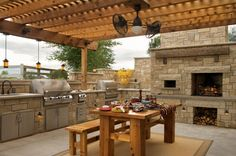 Lovely outdoor kitchen..