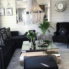 Så lekkert hos #Repost @vfred93  Super fornøyd med sofa stol pall og puter ifra @classicliving  og de speilene ifra @karjolenbuskerud  Ha en super fin fredag! #classicliving #savannahsofa #salinastol #manhattanottoman #viennasalongbord #fioripute #creedlysekrone #interior #passion_4_home_decor #passionforinterior #passion4interior #interiorlovers #decorationideas #livingroomdetails #sofa #coffetable #glaminterior1 #glamfurniture
