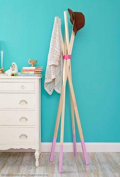 1 modèle et 5 versions de portemanteaux perroquets à faire soi-même avec des bâtons et de la corde.