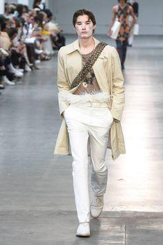 MAN Spring 2019 Menswear Fashion Show Collection: See the complete MAN Spring 2019 Menswear collection. Look 7 Guys In Skirts, Latest Mens Fashion, Fashion Show Collection, Catwalk, Khaki Pants, Runway, Menswear, Vogue, Spring Summer