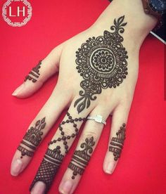 Simple Mehndi Designs for Hands Images To Try Now Bridal Henna Designs, Mehndi Designs For Girls, Unique Mehndi Designs, Mehndi Designs For Fingers, Beautiful Mehndi Design, Henna Tattoo Designs, Latest Arabic Mehndi Designs, Simple Designs, Tattoo Ideas