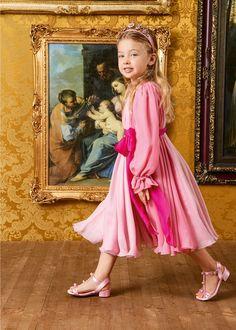 DOLCE & GABBANA SS 2020 Dolce And Gabbana Kids, Girls Dresses, Flower Girl Dresses, Kids Hair Accessories, Fashion Portfolio, Red Carpet Dresses, Kids Outfits, Celebrity Style, Kids Fashion