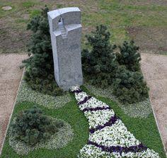 ground cover - Do Garden Landscape Plans, Landscape Design, Cemetary Decorations, Tombstone Designs, Cemetery Flowers, Living Fence, Cemetery Art, Garden Inspiration, Garden Landscaping