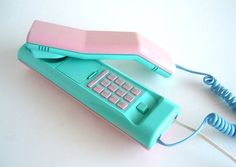 I had this phone! You could use both pieces to talk on.
