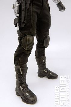 toyhaven: Review 1: Hot Toys MMS241 Captain America: TWS 1/6 scale Winter Soldier Collectible Figure