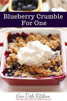 Business Cookware Ought To Be Sturdy And Sensible Blueberry Crumble For One, Made With A Handful Of Blueberries And A Crisp Oat Topping. A Wonderful Single Serving Dessert Quick, Easy, And So Delicious Single Serve Desserts, Köstliche Desserts, Quick Easy Desserts, Healthy Dessert Recipes, Quick Recipes, Cheap Clean Eating, Clean Eating Snacks, Cooking For One, Meals For One