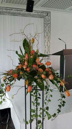 Best Beautiful Flowers Arrangement Ideas For Your Wedding - Life Hack Altar Flowers, Church Flowers, Funeral Flowers, Wedding Flowers, Tulpen Arrangements, Large Flower Arrangements, Deco Floral, Arte Floral, Bouquet