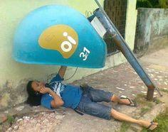 "Mostra a sua cara, Brasil. As fotos são da página <a href=""http://go.redirectingat.com?id=74679X1524629&sref=https%3A%2F%2Fwww.buzzfeed.com%2Frafaelcapanema%2Fsuco-de-brasil&url=https%3A%2F%2Fwww.facebook.com%2Flegadodacopanobrasil&xcust=3810666%7CBFLITE&xs=1"" target=""_blank"">Legado da Copa</a>."