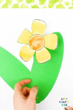 A fun and engaging paper craft for kids! With a choice a three Spring Flowers, kids can use our printable template to create a flower that literally pops from the page. Simply move the leaves to reveal the flower! #artycraftykids