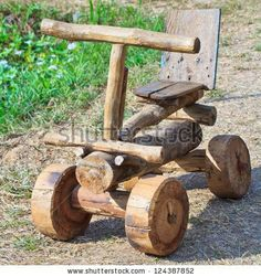 Voiture jouet en bois - toussaint a - Pinja Pin Wood Log Crafts, Diy Wood Projects, Garden Projects, Woodworking Projects, Wood Yard Art, Wood Art, Log Furniture, Diy Holz, Wood Creations