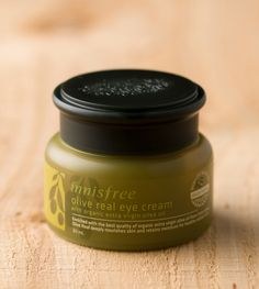 Olive real eye cream. A deep moisturizing eye cream with nutritious olive ingredients for sensitive and fragile skin around the eyes. It helps fill up the gap between wrinkles and build skin barrier. #innisfree #eyecream #goldenolive