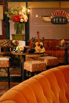 Central Perk : Totally the Friends set Totally the Friends set Serie Friends, Friends Cast, Friends Episodes, Friends Moments, Friends Tv Show, Friends Forever, Chandler Friends, Best Friend Love, Friends In Love
