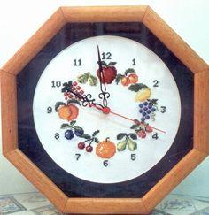 RELOJ FRUTAS Decorative Plates, Cross Stitch, Embroidery, Interior, Clocks, Home Decor, Kitchen, Ideas, Dreams