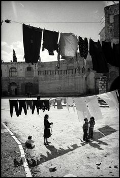 Leonard Freed, Before the Six Day War, Jews live in an ancient building in front of the Old Wall of Jerusalem, Jerusalem, Israel, 1967. © Leonard Freed/Magnum Photos