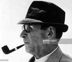 Georges Simenon | Simenon Georges *Schriftsteller Belgien Portrait im Profil mit Hut und ...