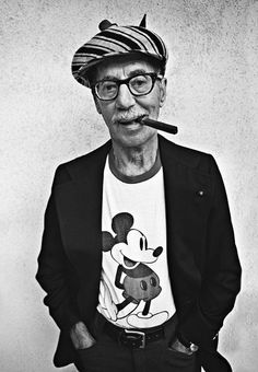 """Groucho Marx in his elder years, clearly maintaining his youthful humorous spunk judging from the Mickey Mouse T-shirt. A famous quote from Groucho: """"Blessed are the cracked, for they shall let in the light. Groucho Marx, Harpo Marx, Classic Hollywood, Old Hollywood, Cinema Tv, Cinema Movies, Star Wars, Foto Art, Famous Faces"""