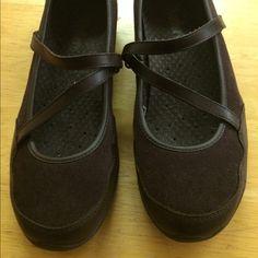 Ladies Skechers  sz 7 1/2 Ladies brown suede skechers Like new. Great tread on them. Size 7 1/2 Skechers Shoes Flats & Loafers