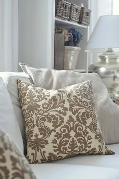 DIY:: CHIC five minute cushion covers !