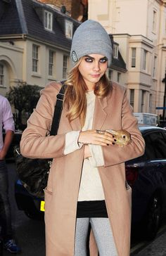 """Cara out in London with her new pet rabbit, """"Cecil"""" - 14/05/2014"""