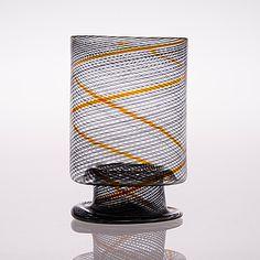 KAJ FRANCK - Glass vase for Nuutajärvi Notsjö, Finland. [h. 15 cm] Glass Design, Design Art, Marimekko, Finland, Modern Contemporary, Flower Arrangements, Scandinavian, Glass Art, Retro Vintage