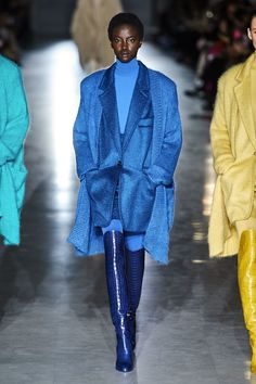 Max Mara Fall / Winter Ready-to-Wear - Collection .-Max Mara Herbst/Winter Ready-to-Wear – Kollektion High End Fashion, Blue Fashion, Colorful Fashion, Look Fashion, Runway Fashion, Fashion Outfits, Fashion Design, Street Fashion, Fall Fashion