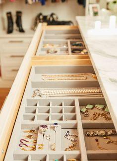 Super ideas master bedroom closet organization ideas walk in islands Jewelry Closet, Jewelry Drawer, Jewelry Armoire, Jewellery Storage, Jewelry Organizer Drawer, Jewellery Stand, Jewelry Holder, Mens Jewellery, Dog Jewelry