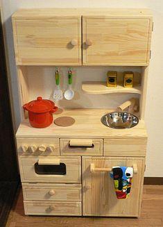 こどもが大好きな遊びといえば、やはり「ままごと」。大人になっても大切にしたい、懐かしい思い出が蘇ってきますよね。 親の世代になって思うことは「やはり子どもにはぬくもりを感じられるおもちゃで遊んでほしい」ということ。 Wooden Play Kitchen, Mud Kitchen, Kitchen Sets, Kitchen Cabinets, Toddler Kitchen Set, Kitchen Step Stool, Play Houses, Diy Home Decor, Diy And Crafts