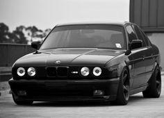 Black BMW e34 M5
