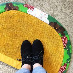 DIY Taco Doormat by Jennifer Perkins  #HomeDecor #DIYDecor