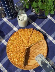 Klassisk toscakaka med vaniljkräm – Regines Baksida Fruit Bread, Baked Donuts, Little Cakes, Fika, Trifle, Coffee Cake, I Love Food, Tart, Nom Nom