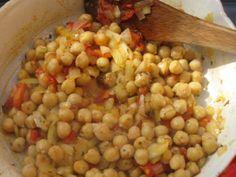 Bulents chick peas. Delicious, vegetarian option. Vegetarian Options, Kai, Beans, Vegetables, Food, Essen, Vegetable Recipes, Meals, Yemek