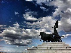 Victory Chariot Statue : Ara della Patria: Rome