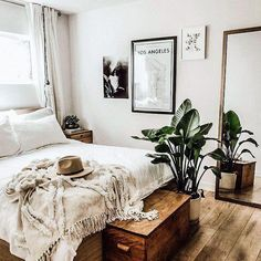 ideas for small rooms bohemian interior design Minimal Boho Boho Bedroom bedroom Bohemian Boho Design ideas Interior minimal Rooms Small Bohemian Interior Design, Bohemian Bedroom Decor, Bohemian Apartment, Bohemian Room, Big Bedrooms, Small Room Bedroom, Bedroom Ideas, Bed Room, Small Rooms