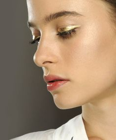Holiday Forecast: You Need to Try a Metallic Eye Whether you like subtle sparkle or want to bring the drama with tons of shine, consider this your guide to the season's metallic eye trend