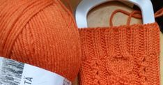 31-vuotias neuloosiin hurahtanut nainen bloggaa lankakasan keskeltä. Pääosassa erilaiset käsityöt, langat, puikot. Fingerless Gloves, Arm Warmers, Knitted Hats, 31, Knitting, Fashion, Fingerless Mitts, Moda, Tricot