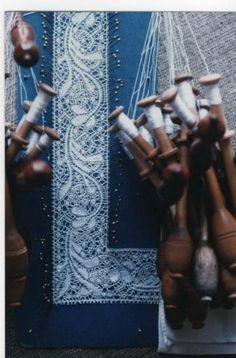 modern Binche Bobbin Lacemaking, Lace Heart, Lace Jewelry, Tatting Lace, Lace Making, Lace Patterns, Diy Crochet, Lace Detail, Belgium