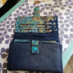 Compagnon Complice en jean et tissu imprimé bleu et jaune cousu par Stephanie - Patron Sacôtin