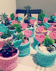 Crochet Planter Cover Pattern: Outfit Styles for Plants - Unique Balcony & Garden Decoration and Easy DIY Ideas # Easy DIY bag Crochet Cactus, Crochet Art, Crochet Home, Crochet Gifts, Cute Crochet, Crochet Planter Cover, Crochet Plant Hanger, Selling Crochet, Knitting Patterns