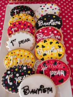 Mickey mouse sweet dessert table by Mily'sCupcakes, via Flickr