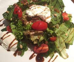 Πράσινη σαλάτα με ντοματίνια