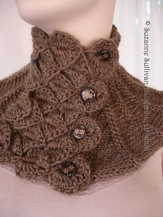 Crocodile stitch neck warmer. I want this pattern. Lovely buttons too.